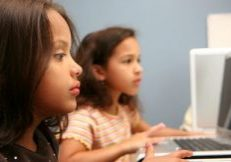 girls-on-computer-